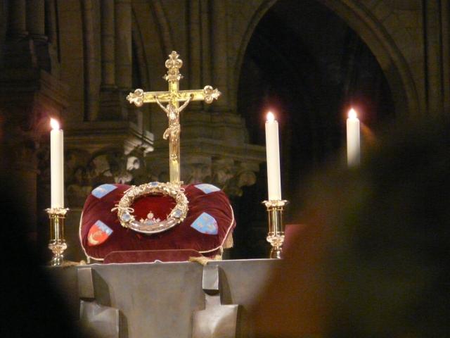 Korona na oltarzu
