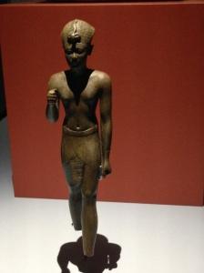 34 pharaon attitude de la marche