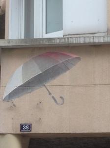 100 Mural z parasolka